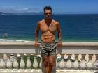 Lucas Lucco enlouquece fãs com foto sexy de seu tanquinho