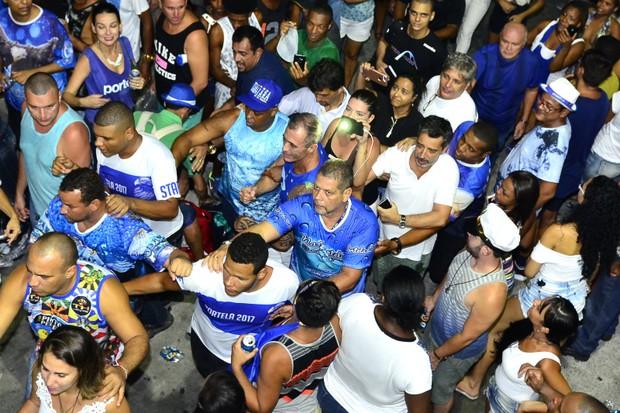 Paulo Barros chega na quadra da Portela  (Foto: Roberto Teixeira / Ego)