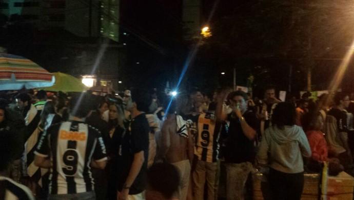 Torcedores do Atlético-MG se reuniram na sede do clube para festejar o título estadual (Foto: Tayrane Corrêa)