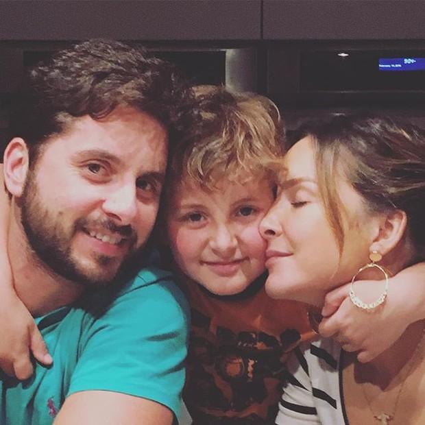 EGO - Claudia Leitte paparica o filho mais velho em foto ...