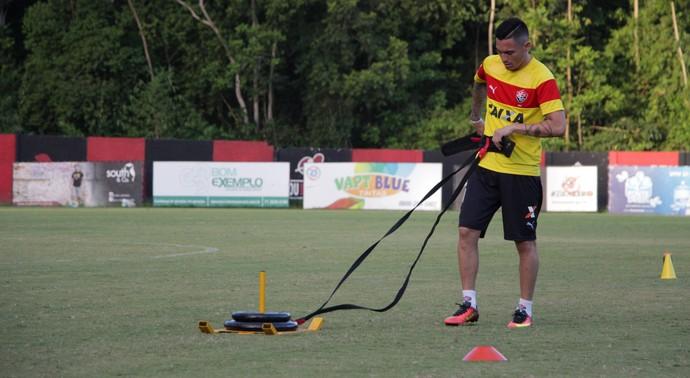 Pineda em treino do Vitória (Foto: Moysés Suzart / Divulgação / EC Vitória)
