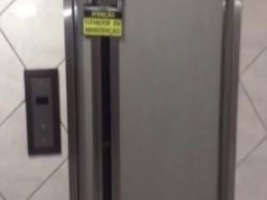 Elevador foi interditado após a primeira queda (Foto: Reprodução / TV Tribuna)