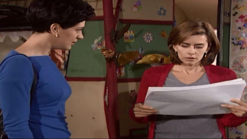 ngela diz a Clara que Clementino explodiu o shopping (Foto: Reproduo/viva)