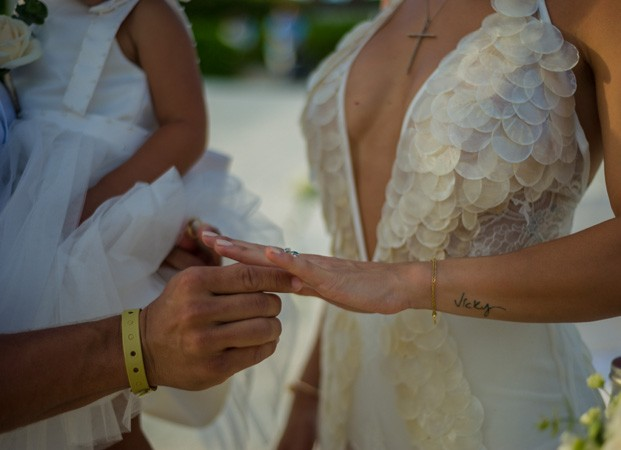 Bella Falconi e o marido, Ricardo Rocha, renovam os votos de casamento (Foto: Victor Garcia/Divulgação)