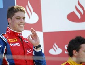 Luiz Razia no alto do pódio em Valência - GP2 (Foto: Divulgação GP2)