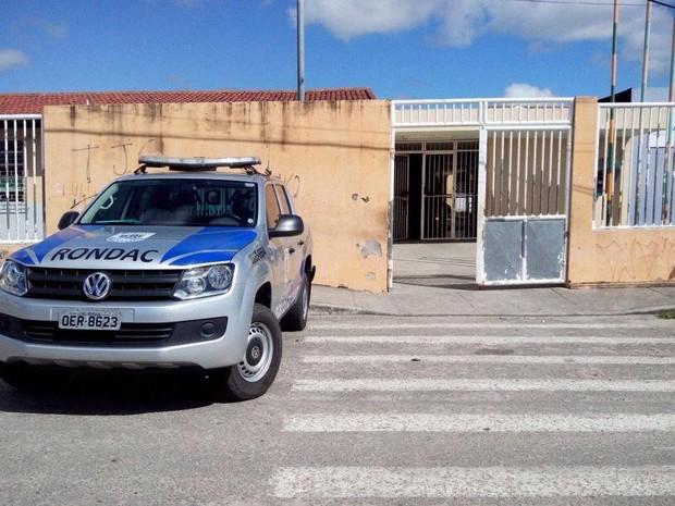 Ex-aluno é baleado perto de escola em Aracaju (Foto: Patricia Carvalho / G1)