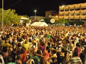 Festa começou nesta quarta com a presença de milhares de fiéis (Foto: Carlos Costa)