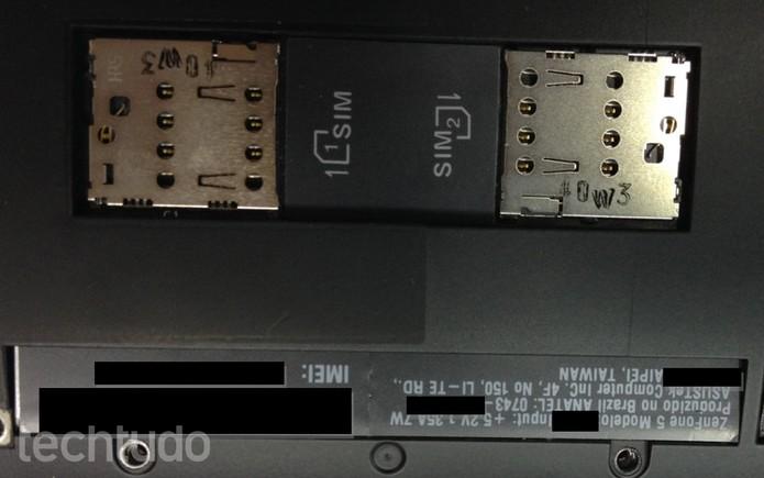 ZenFone 5 com entrada para dois chips SIM (Foto: TechTudo)
