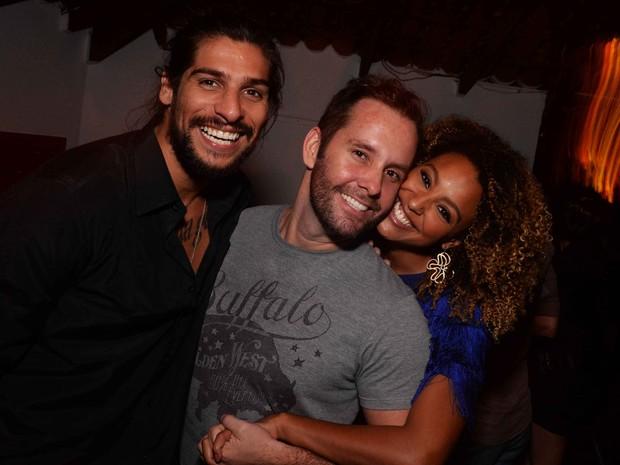 Saulo Bernard, Leo Marçal e Sheron Menezzes em festa no Rio (Foto: Ari Kaye/ Divulgação)