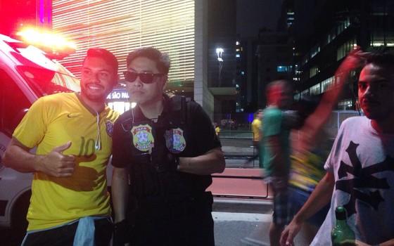 """""""Japonês da federal"""" também foi para a Paulista neste 13 de março (Foto: Thais Lazzeri/ÉPOCA)"""