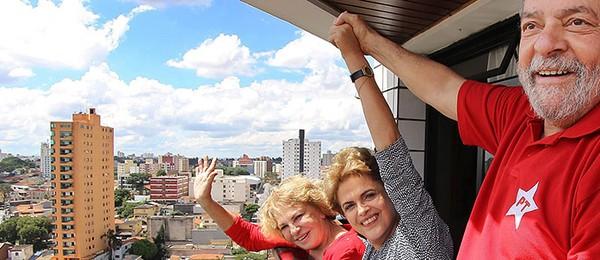 Lula recebe a visita de Dilma Rousseff em seu apartamento em São Bernardo do Campo, São Paulo (Foto: EFE/EPA/INSTITUTO LULA DA SILVA)