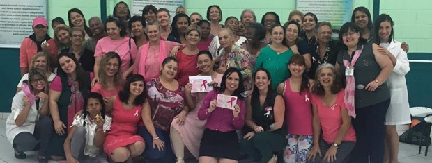 Ação com mulheres durante o 'Outubro Rosa', organizado por Danielle (Foto: Arquivo Pessoal)