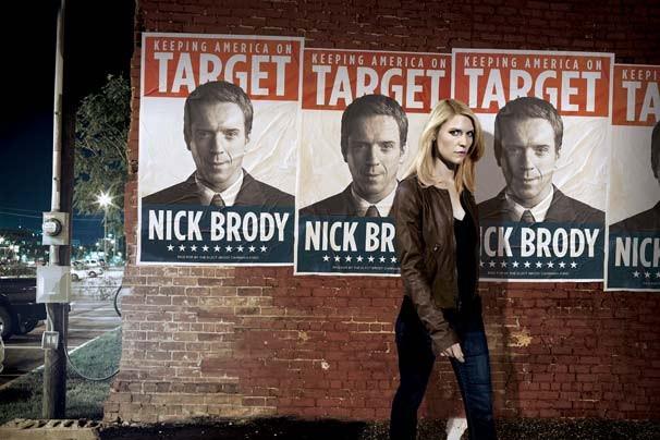 Na segunda temporada, Carrie virou professora de inglês, e Brody foi eleito deputado no congresso americano (Foto: Divulgação/Twentieth Century Fox)