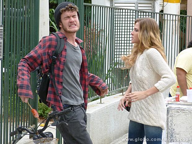 Sofia fica indignada e dá tapão na cara de Sidney (Foto: Malhação / TV Globo)