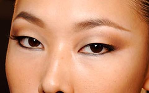 Olhos puxados e pequenos: veja dicas de maquiagem