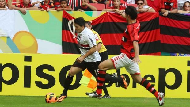 Aloísio marcou um gol com a mão na partida deste domingo (Foto: Rubens Chiri - Site oficial do São Paulo FC)