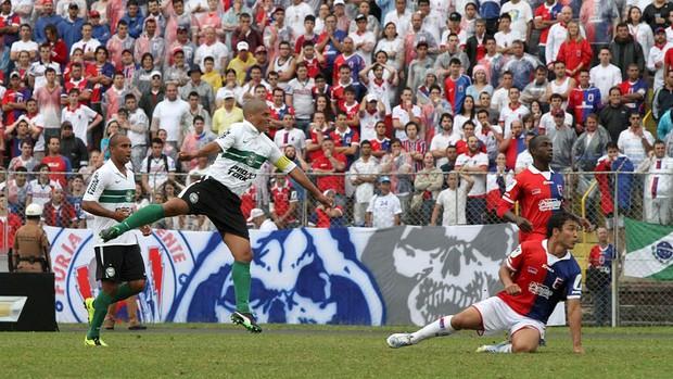 Meia Alex no jogo Paraná 0 x 0 Atlético-PR (Foto: Divulgação/Site oficial do Coritiba)