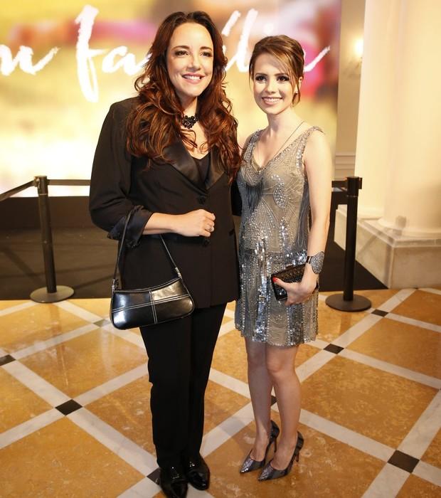 Ana Carolina e Sandy posam juntas (Foto: AG. News)