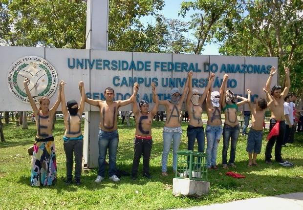 Alunos pintaram as letras que formam a palavra educação (Foto: Douglas Machado/Arquivo pessoal)