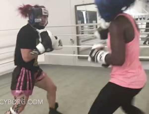 BLOG: Veja o treino de sparring entre Cyborg e a bicampeã olímpica Claressa Shields