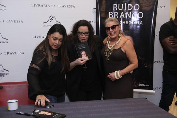 Preta Gil e Vera Fischer lançamento do livro de Ana Carolina  (Foto: Rafael Cusato/EGO)