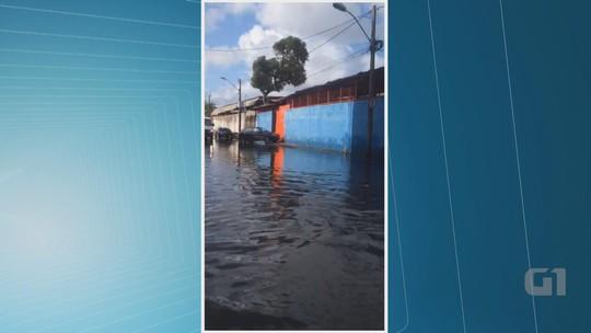 Chuva causa alagamentos e complica trânsito no centro do Recife