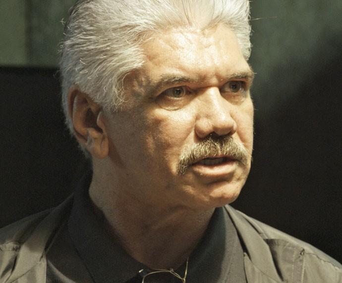 Tio pretende acabar com a vida de Juliano (Foto: TV Globo)