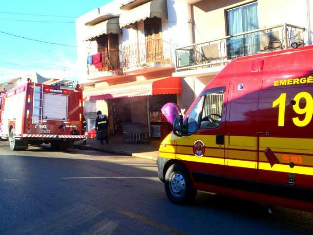 Segundo funcionários, as crianças jogaram a bombinha através da janela (Foto: Josoel Borges/ Itapeva Times)