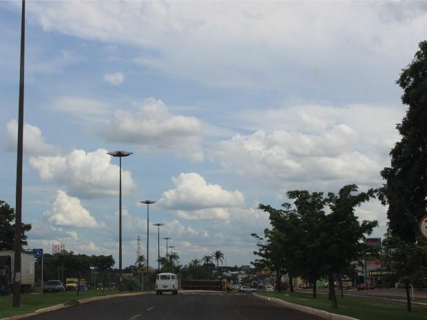 Céu de Campo Grande na tarde desta terça-feira (16) (Foto: Maria Caroline Palieraqui/G1 MS)