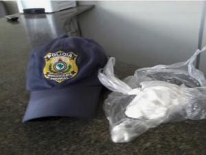 Comerciante foi preso com 97 gramas de cocaína pura, segundo a PRF (Foto: Reprodução/Polícia Rodoviária Federal)