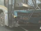 Acidente entre ônibus e caminhões mata motorista e deixa três feridos