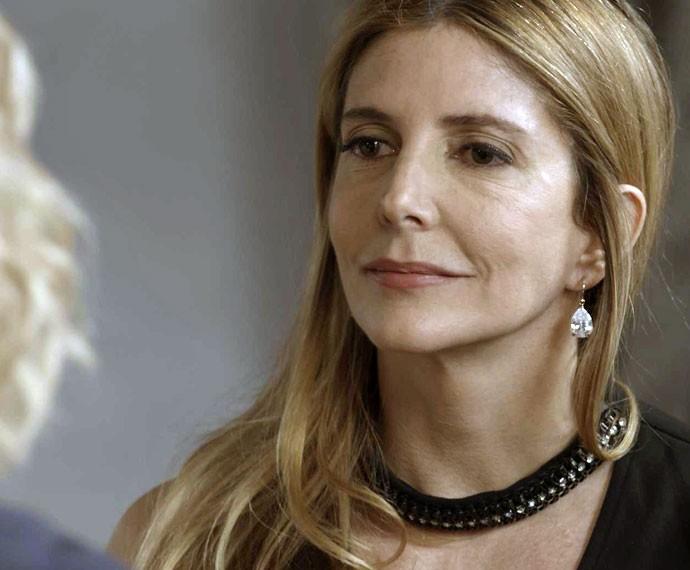 Claudine é surpreendida pela visita da mulher de Gibson (Foto: TV Globo)