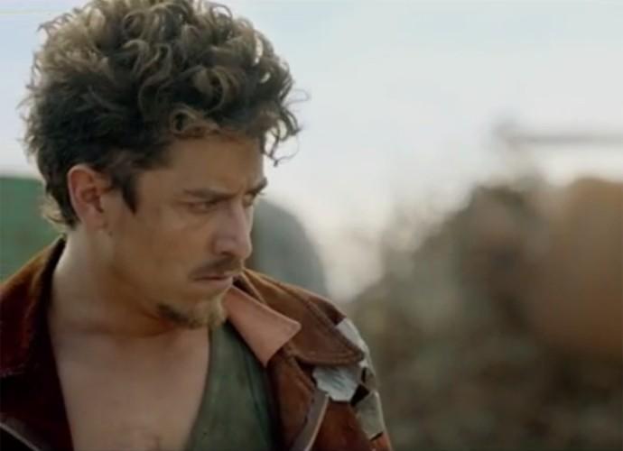 Jesuíta Barbosa está no elenco do filme Reza a Lenda (Foto: Reprodução/ Reza a Lenda)