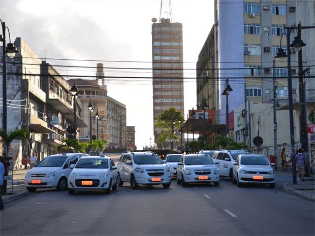 Taxistas interromperam o tráfego no Centro de João Pessoa (Foto: Walter Paparazzo/G1)