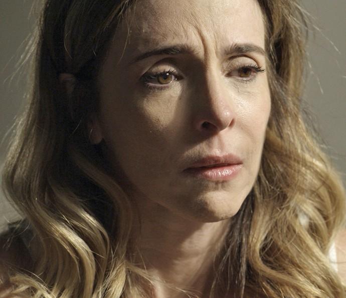 Kiki fica tensa com o que Zé Maria fala para ela (Foto: TV Globo)