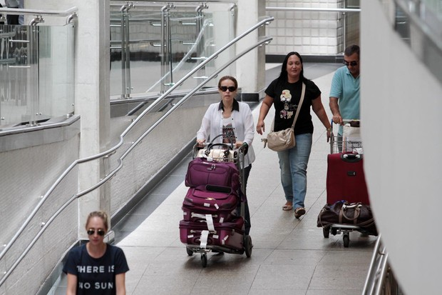 Leona Cavalli no aeroporto de Congonhas (Foto: Orlando Oliveira / AgNews)