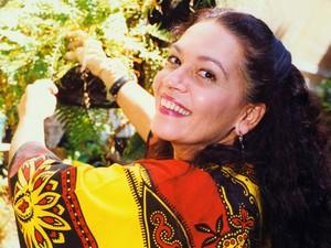 A atriz Regina Dourado durante entrevista em sua casa, no Rio de Janeiro, em 1993. (Foto: Jonas Cunha/Estadão Conteúdo)