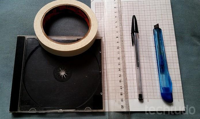 Separe o material que você vai precisar para fazer o projetor 3D (Foto: Barbara Mannara/TechTudo)
