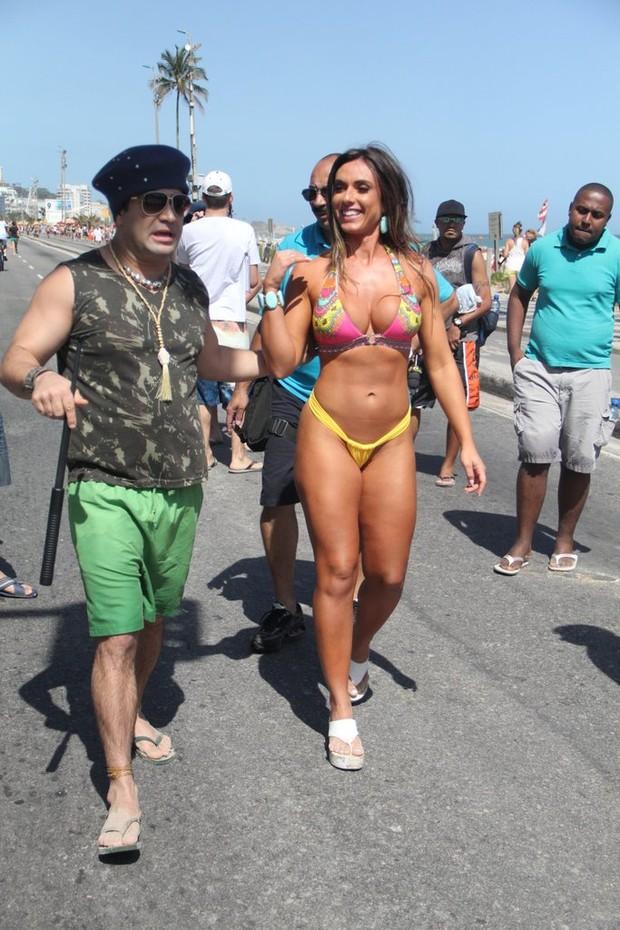 Nicole Bahls na praia (Foto: Rodrigo dos Anjos / AgNews)