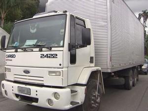 Motorista acredita que criminosos achavam que caminhão possuía carga (Foto: Reprodução / TV Tribuna)