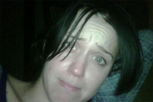 Katy Perry foi surpreendida pelo ex-marido Russell Brand quando acabara de acordar (Foto: Twitter)