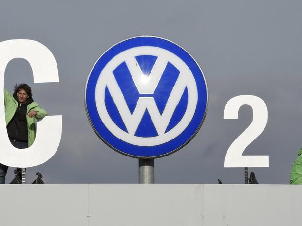 Volkswagen admitiu irregularidades na emissão de CO2 (Foto: REUTERS/Fabian Bimmer)