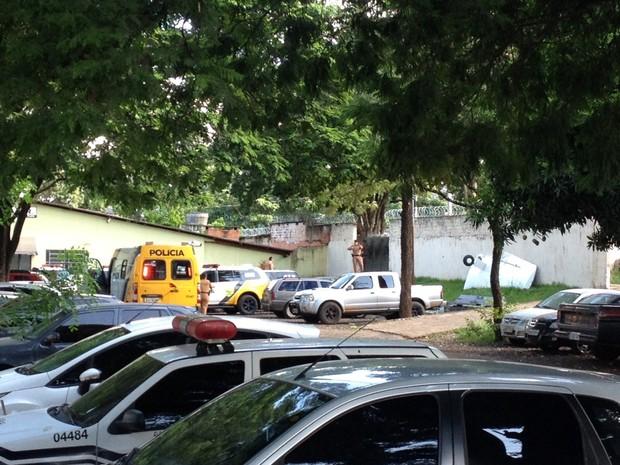 Presos se rebelaram na cadeia pública de Paranavaí (Foto: Rodolfo Pardini/ RPC Noroeste)