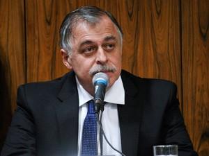 O ex-diretor da Petrobras, Paulo Roberto Costa, se cala em depoimento à CPI nesta quarta-feira (17), em Brasília (Foto: Geraldo Magela/Agência Senado)