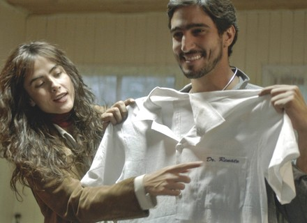 Renato apresenta Rimena como namorada