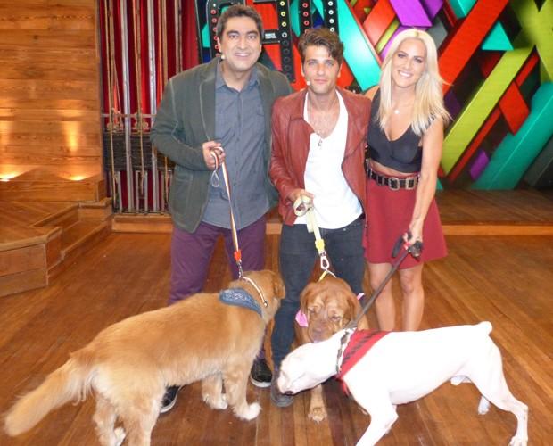 Giovanna Ewback surpreendeu o marido, Bruno Gagliasso, ao levar os cachorros do casal para o Vídeo Show (Foto: Vídeo Show/ TV Globo)