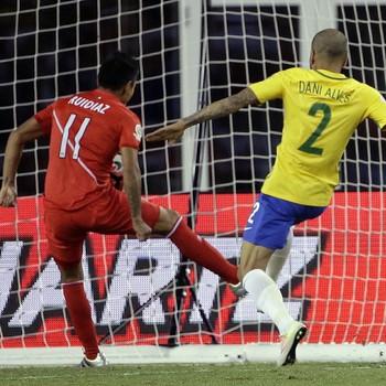 Ruidiaz gol Brasil x Peru (Foto: AP)