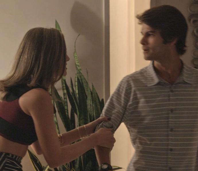 Cassandra fica desesperada quando Fabinhor resolve terminar o namoro (Foto: TV Globo)