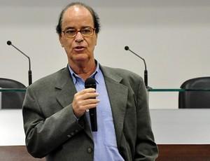 Antônio Lopes, diretor de futebol do Atlético-PR, no CT do Caju (Foto: Site oficial do Atlético-PR/Divulgação)