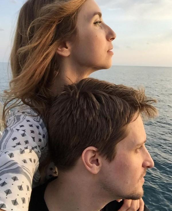 Lindsay Mills e Edward Snowden em post raro feito do Instagram dela (Foto: Reprodução/Instagram)